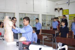 في مخبر المدرسة